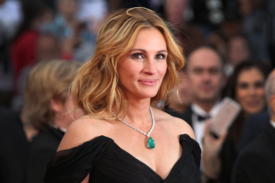 Julia Roberts poses for photographers upon arrival for the screening of the film Money Monster at the 69th international film festival, Cannes, southern France, Thursday, May 12, 2016. (AP Photo/Joel Ryan)