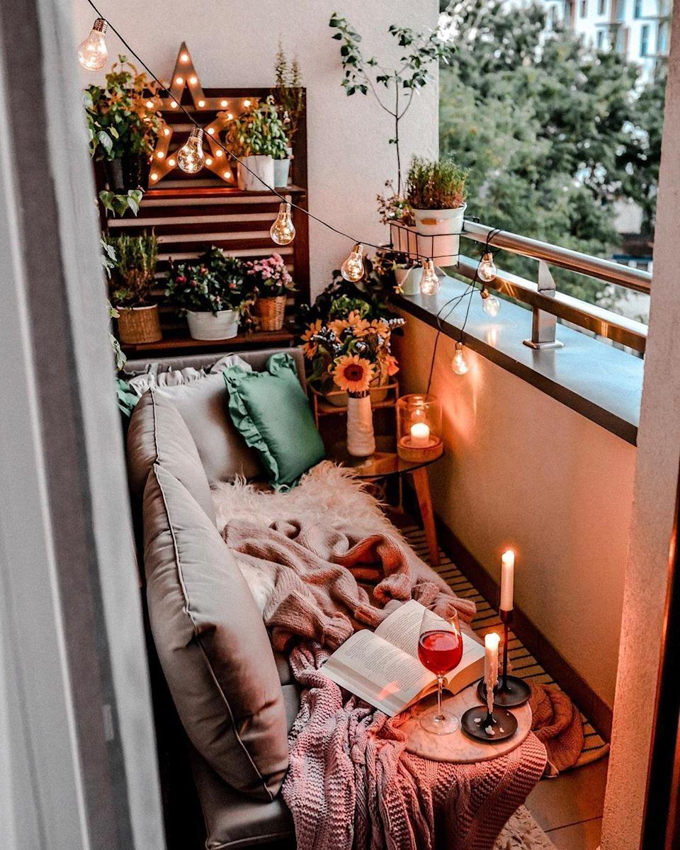 """<p>Even small balconies can turn into outdoor lighting masterpieces. Here, a vintage star light, candles, and classic string lights bring the comfy look together.</p><p><strong>See more at <a href=""""https://www.instagram.com/p/B3AQ2qEIlzD/"""" rel=""""nofollow noopener"""" target=""""_blank"""" data-ylk=""""slk:smyk_w_kuchni_blog"""" class=""""link rapid-noclick-resp"""">smyk_w_kuchni_blog</a>.</strong></p><p><strong><a class=""""link rapid-noclick-resp"""" href=""""https://www.amazon.com/Bright-Zeal-Large-Marquee-White/dp/B06XRW6BRQ/?tag=syn-yahoo-20&ascsubtag=%5Bartid%7C10050.g.31137877%5Bsrc%7Cyahoo-us"""" rel=""""nofollow noopener"""" target=""""_blank"""" data-ylk=""""slk:SHOP STAR LIGHT"""">SHOP STAR LIGHT</a></strong></p>"""