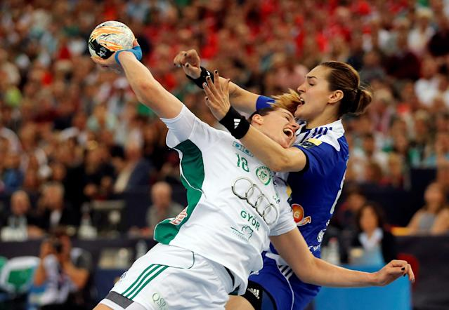 Eduarda Idalina Amorim of Hungary's Gyori Audi ETO KC fights for the ball with Kinga Acgruk of Montenegro's Buducnost during their Women's Handball Champions League semi final match in Budapest, Hungary May 7, 2016. REUTERS/Laszlo Balogh