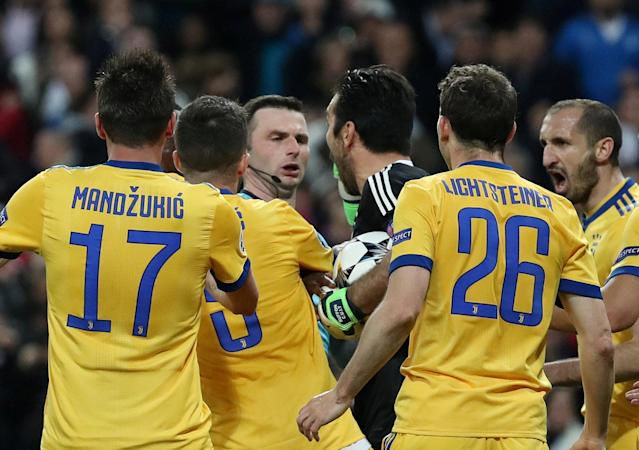 FILE PHOTO: Soccer Football - Champions League Quarter Final Second Leg - Real Madrid vs Juventus - Santiago Bernabeu, Madrid, Spain - April 11, 2018 Juventus' Gianluigi Buffon remonstrates with referee Michael Oliver before being sent off after he awarded a penalty to Real Madrid. REUTERS/Susana Vera - RC1A7B113BF0/File Photo