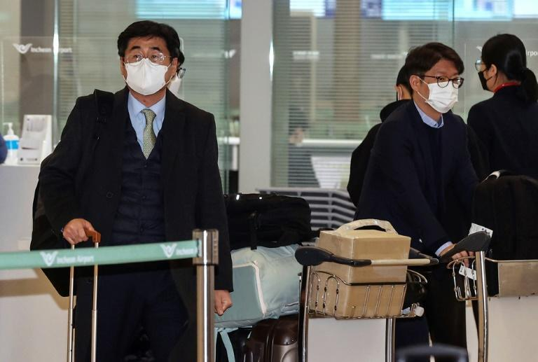 The South Korean delegation led by Koh Kyung-sok (L) is heading to Iran to negotiate the release of an oil tanker and its crew seized in strategic Gulf waters
