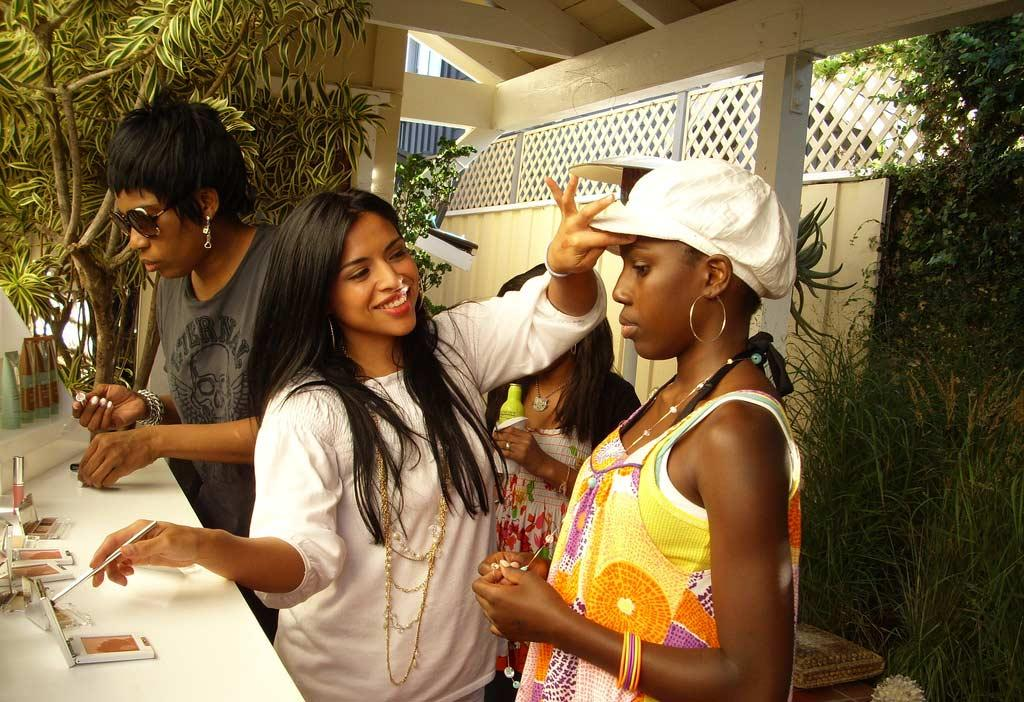 Macy Gray peruses the cosmetics counter. omg! Staff/Polaroid Malibu Beach House - August 13, 2007