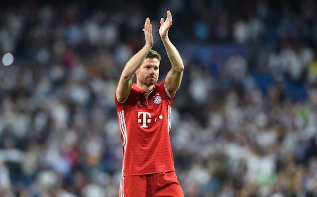 Bayern Munich's midfielder Xabi Alonso applauds after the UEFA Champions League quarterfinal second leg football match against Real Madrid April 18, 2017 (AFP Photo/Christof STACHE)