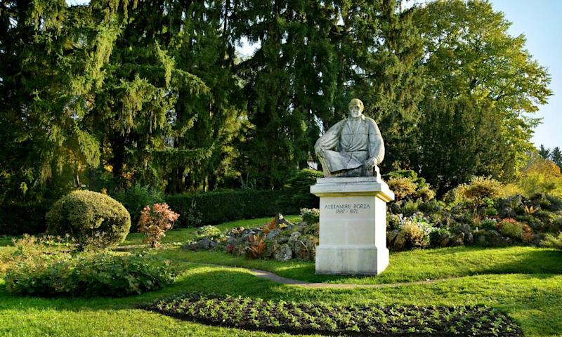 Statue in the Botanical Garden in Cluj Napoca, Transylvania, RomaniaH6YA10 Statue in the Botanical Garden in Cluj Napoca, Transylvania, Romania