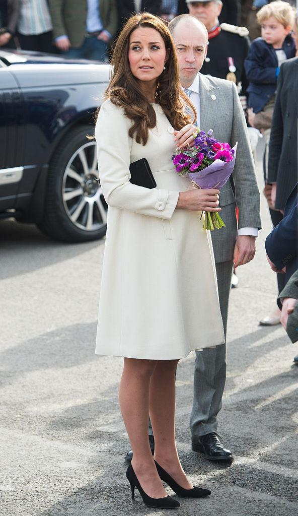 <p>Kate visited the set of Downton Abbey in a cream Jojo Maman Bebe coat finished with black co-ordinating accessories. <em>[Photo: Getty]</em> </p>