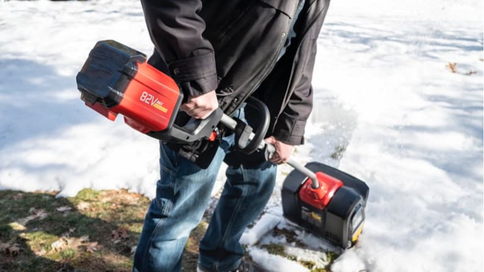 The Snapper electric snow shovel has a long battery life lasting over an hour, which is plenty of time to shovel your driveway.