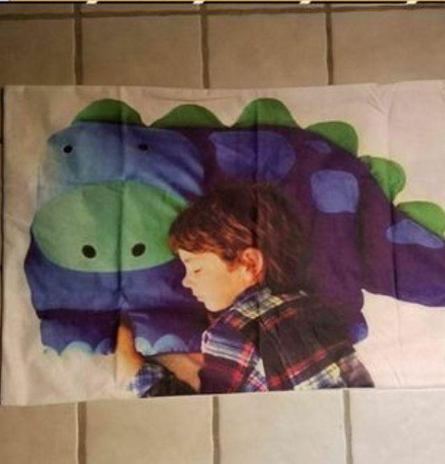 The customer received a pillow case with a child's head on it. (Photo: Reddit)