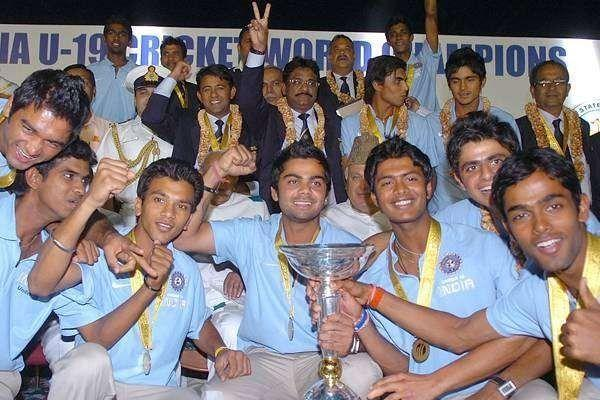 The victorious U-19 team