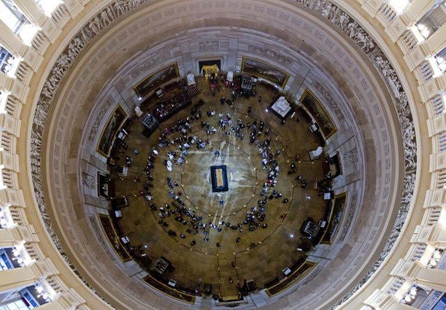 <p>Visitors pay their respects as the casket of Reverend Billy Graham lies in honor at the Rotunda of the U.S. Capitol Building in Washington, Wednesday, Feb. 28, 2018. (Photo: Jose Luis Magana/AP) </p>