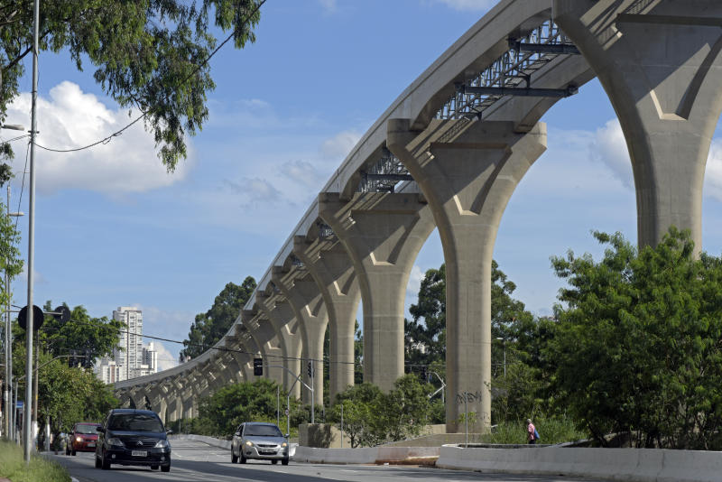 Sao Paulo, SP, Brazil - January, 1, 2018 - Elevated road of the monorail of the Sao Paulo Metro, under construction, seen from the Jornalista Roberto Marinho Avenue