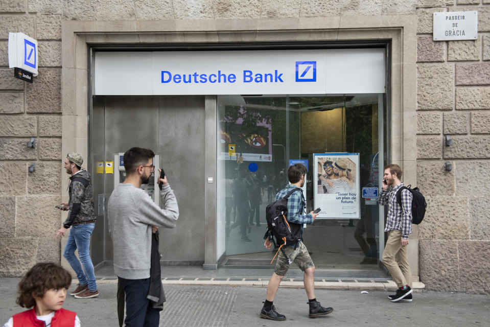 BARCELONA, SPAIN - 2019/06/20: Pedestrians pass by the German investment bank and financial services Deutsche Bank branch in Spain. (Photo by Budrul Chukrut/SOPA Images/LightRocket via Getty Images)