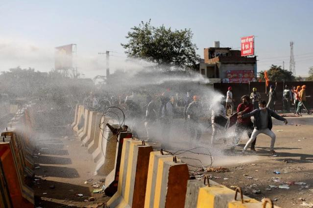 Indian police agree to allow protesting farmers into capital