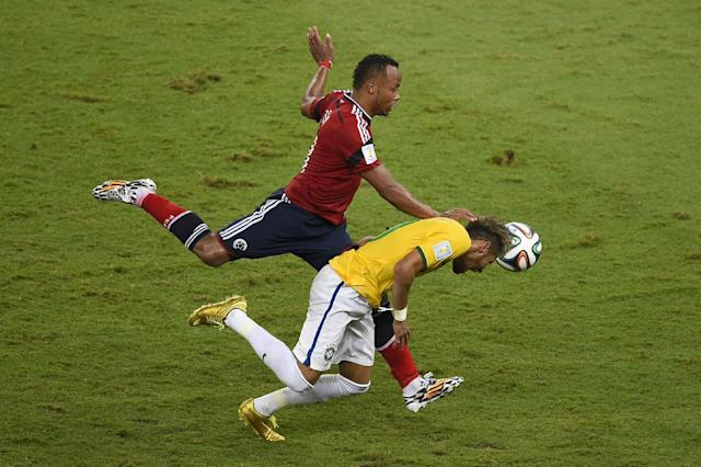 Colombia's Juan Zuniga (left) challenges Brazil's Neymar during the World Cup quarter-final match at the Castelao Stadium in Fortaleza, on July 4, 2014 (AFP Photo/Odd Andersen)