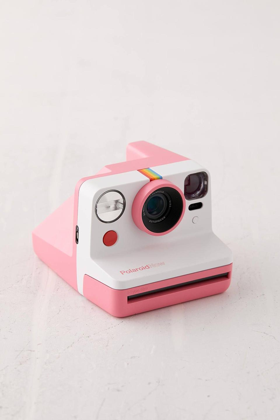 "<p><strong>Polaroid</strong></p><p>urbanoutfitters.com</p><p><strong>$100.00</strong></p><p><a href=""https://go.redirectingat.com?id=74968X1596630&url=https%3A%2F%2Fwww.urbanoutfitters.com%2Fshop%2Fpolaroid-now-instant-camera&sref=https%3A%2F%2Fwww.countryliving.com%2Fshopping%2Fg32094034%2Fgraduation-gifts-for-her%2F"" rel=""nofollow noopener"" target=""_blank"" data-ylk=""slk:Shop Now"" class=""link rapid-noclick-resp"">Shop Now</a></p><p>Your grad can hold onto college memories forever with this classic instant camera. It immediately prints out pictures that she can share with friends or pin up on a bulletin board.</p>"