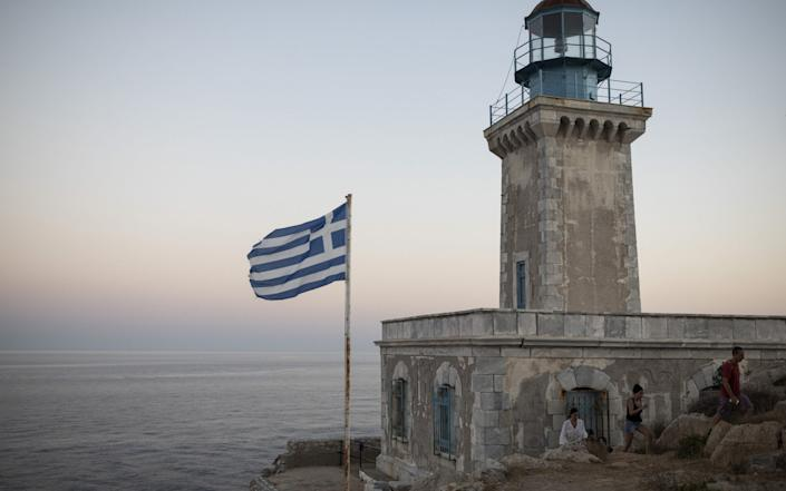 """Greek Prime Minister Kyriakos Mitsotakis on Tuesday will announce """"operational improvements"""" in his government - Bloomberg"""