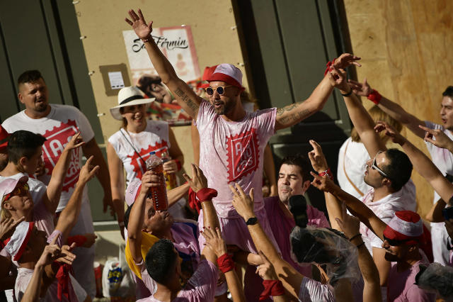 <p>Revelers party at the launch of the c<em>hupinazo</em> rocket to celebrate the official opening of the 2017 San Fermín Fiesta. (Photo: Alvaro Barrientos/AP) </p>