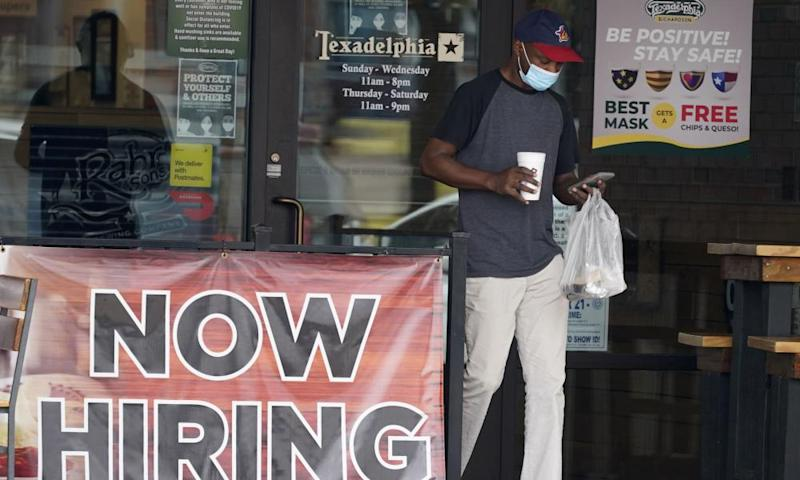 An eatery in Texas advertises that it's hiring new workers.