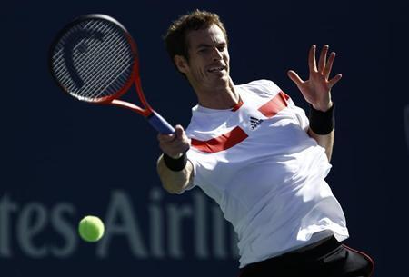 Andy Murray of Britain hits a return to Stanislas Wawrinka of Switzerland at the U.S. Open tennis championships in New York September 5, 2013. REUTERS/Eduardo Munoz