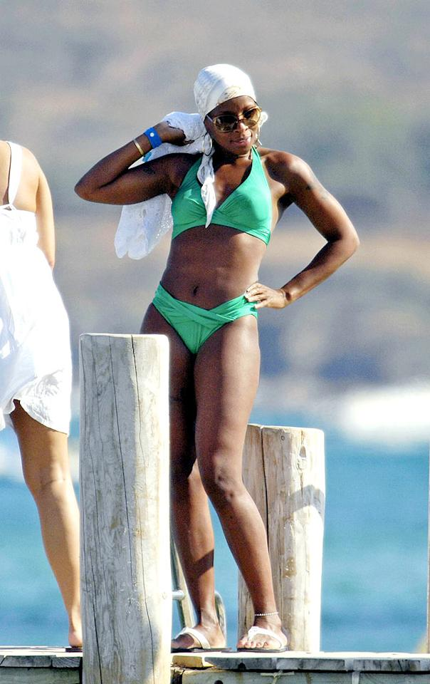 "Mary J. Blige strikes a pose while vacationing in St. Tropez, France. SP/<a href=""http://www.x17online.com"" target=""new"">X17 Online</a> - August 17, 2008"