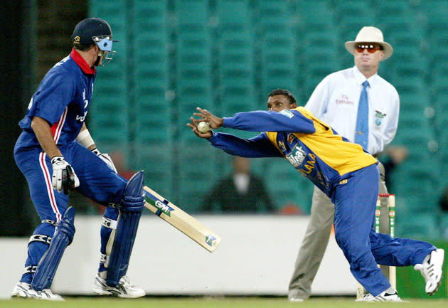SYDNEY - JANUARY 13:  Aravinda De Silva of Sri Lanka catches a shot from Ronnie Irani of England during the VB series One Day International match played between England and Sri Lanka held at the Sydney Cricket Ground in Sydney, Australia on January 13, 2002. (Photo by Daniel Berehulak/Getty Images)
