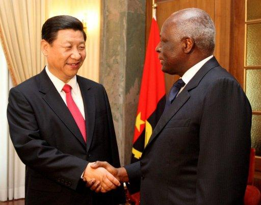 Chinese Vice-President Xi Jinping (L) shakes hands with Angolan President Jose Eduardo dos Santos (R)