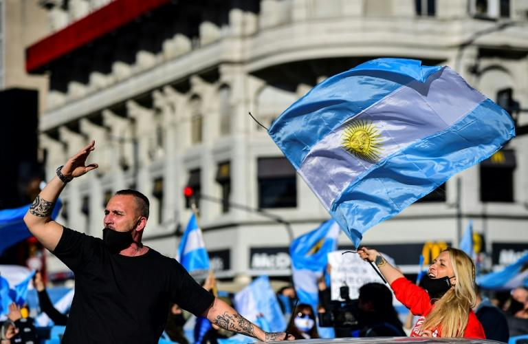 Anti-government protesters defy virus measures in Argentina
