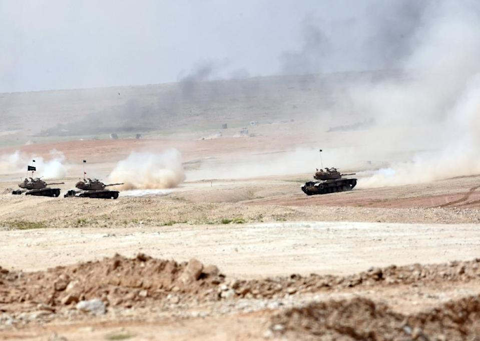 Tanks drive during the Northern Thunder military exercises in Hafr al-Batin, on March 10, 2016 (AFP Photo/Fayez Nureldine)