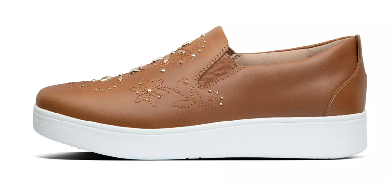 Las brillantes le dan a estas zapatillas una onda occidental (Foto: Fitflop).