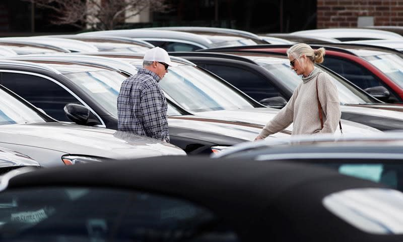Big Three gain market share while auto sales down but rebounded in June