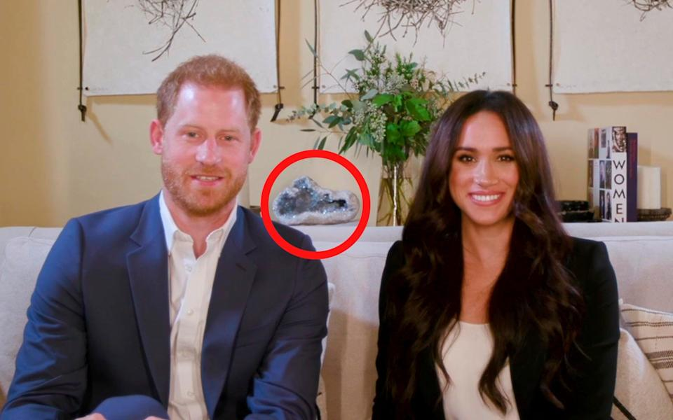 Harry and Meghan's giant crystal has sparked feverish discussion – healing object or simple ornament?