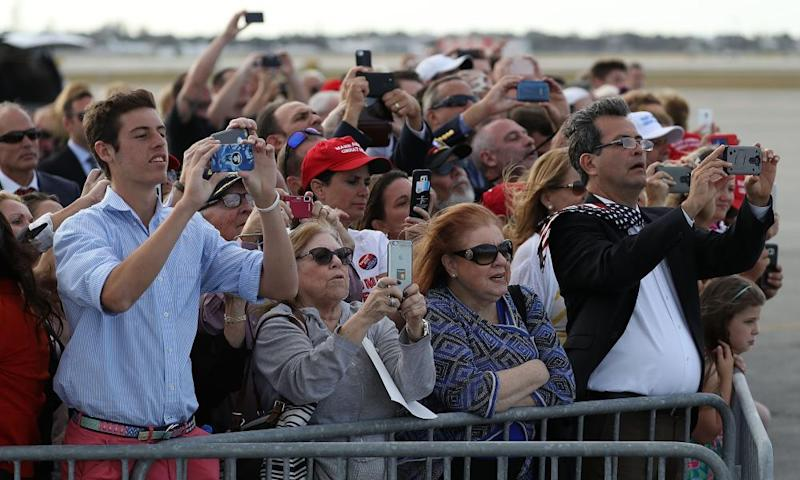 People at Palm Beach airport hoping to photograph Trump.