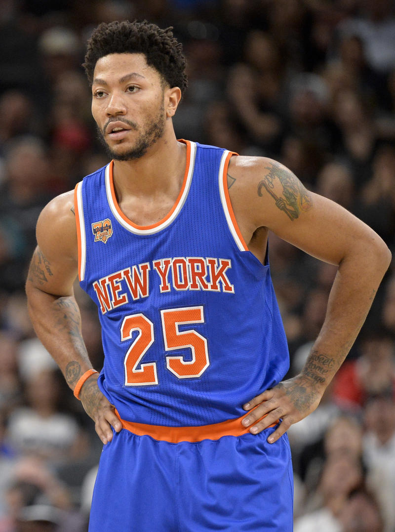 c5867d76fdd Rose ceremony  Cavs sign Derrick Rose to 1-year contract