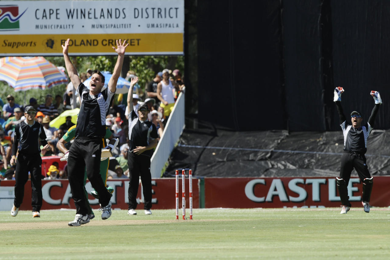 New Zealand's Mitchell McClenaghan appeals for LBW after bowling to South Africa's Hashim Amla (not visible) during the first One Day International (ODI) between South Africa and New Zealand on January 19, 2013 at Boland Park, in Paarl about 60Km North of Cape Town. Amla was dismissed for LBW a short time later.  AFP PHOTO / RODGER BOSCH