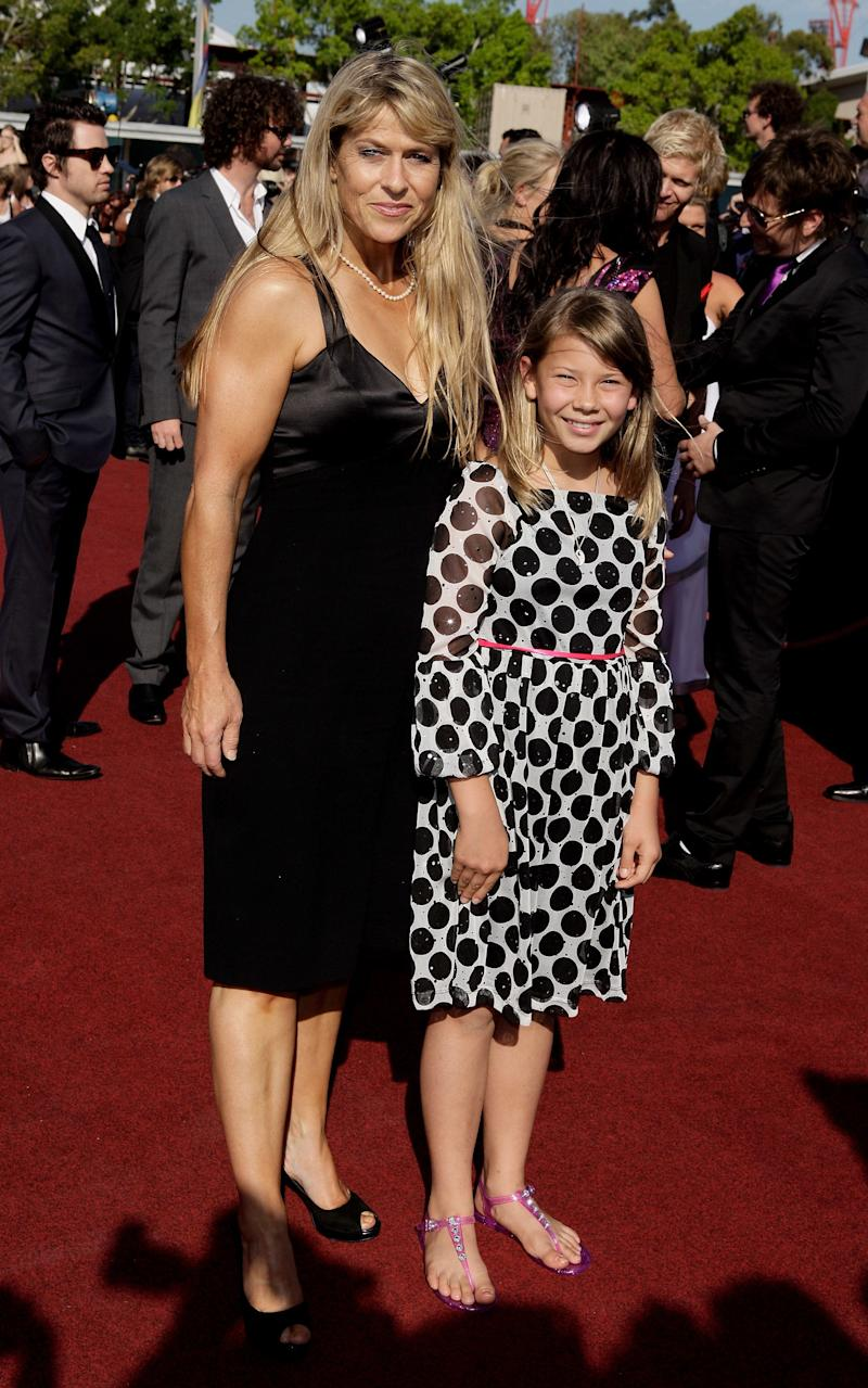 Bindi Irwin and Terri Irwin arrive on the red carpet at the 2009 ARIA Awards at Acer Arena on November 26, 2009 in Sydney, Australia. (Photo by Brendon Thorne/Getty Images)