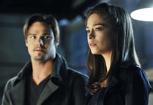 Jay Ryan, Kristin Kreuk | Photo Credits: Sven Ben Mark Holzberg/The CW