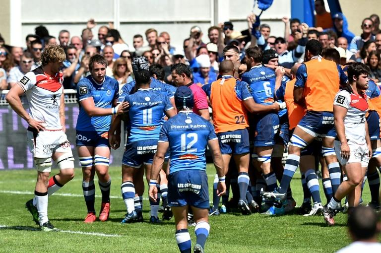 Castres' players celebrate a try during the French Top 14 rugby union match between Castres and Stade Toulousain, in Castres, on April 29, 2017, at the Pierre Antoine stadium, in Castres, southern France