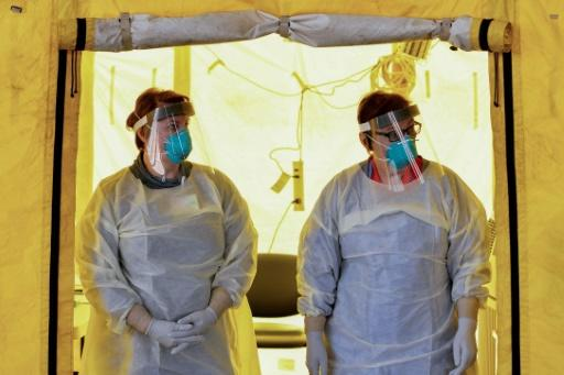 US health authorities advise medical personnel facing a shortage of protective masks to use bandanas or scarves in an emergency