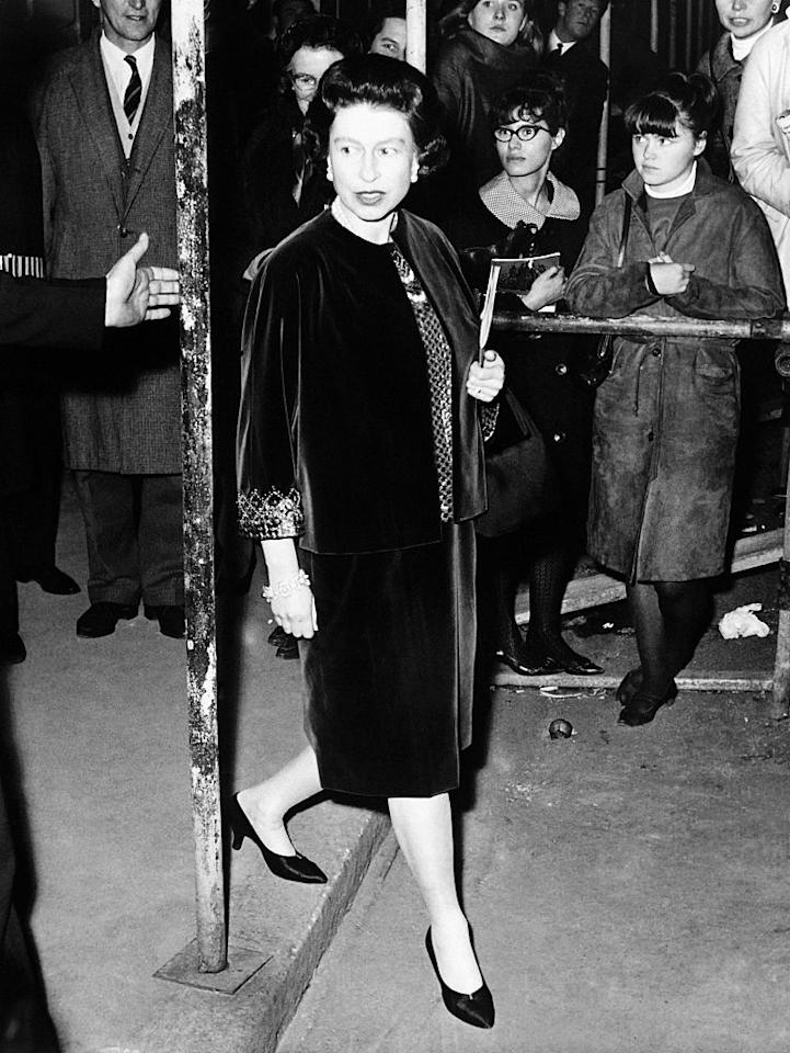 <p>Queen Elizabeth II was one of the first leading royals to demonstrate the art of regal maternity dressing. Here, Her Majesty is pictured arriving at the Covent Garden Royal Opera House for a ballet performance back in November 1963. She was expecting Prince Edward at the time. <em>[Photo: Getty]</em> </p>