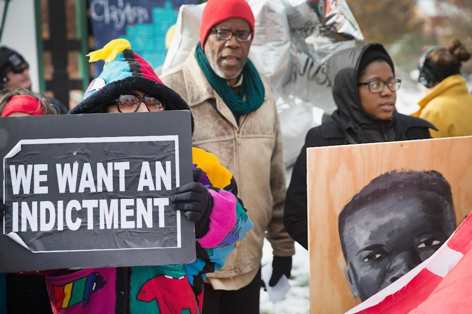 Demonstrators the 101st day since 18-year-old Michael Brown was killed in Clayton, Missouri on November 17, 2014 (AFP Photo/Scott Olson)