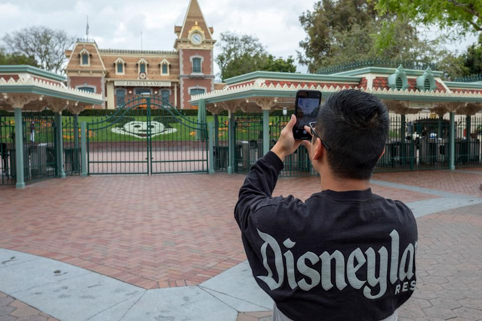 Disneyland and other U.S. theme parks closed in March because of the coronavirus pandemic. (Photo: DAVID MCNEW/AFP via Getty Images)
