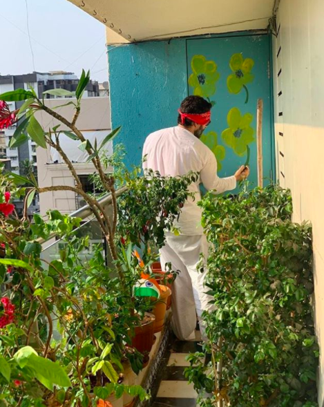 Kareena gives us a peek of her luscious garden in her balcony.