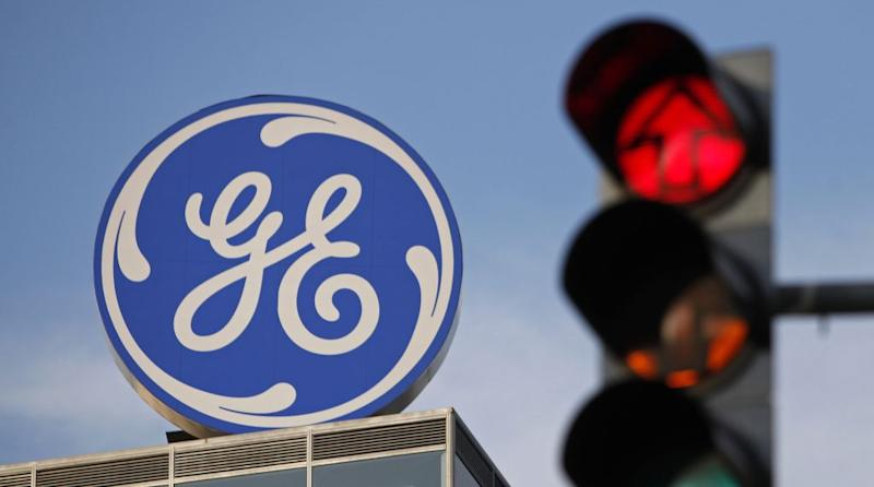 The logo of the GE Money Bank is seen behind a traffic light in Prague May 29, 2012. REUTERS/David W Cerny (CZECH REPUBLIC - Tags: BUSINESS LOGO) - LR2E85U1LTJRP
