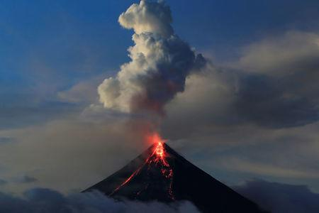 Earth Changes from September 2017 - to present / Biblical Hurricanes, Earthquakes, Floods, Volcanic Activity, Fires, Snow Ice Storms - Page 7 2018-01-25T114431Z_2_LYNXMPEE0O0QH_RTROPTP_2_PHILIPPINES-VOLCANO.JPG.cf