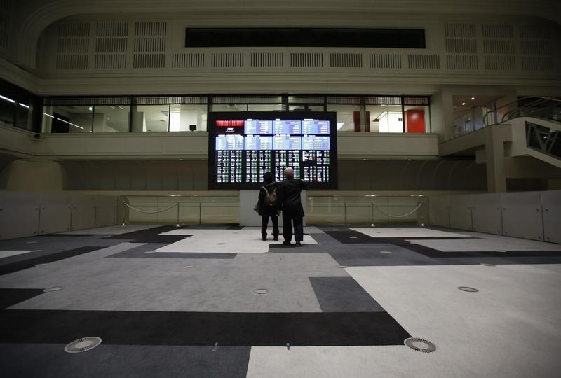FILE PHOTO - Visitors looks at an electronic board showing the Japan's Nikkei average at the Tokyo Stock Exchange (TSE) in Tokyo, Japan, February 9, 2016. REUTERS/Issei Kato/Files