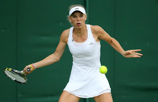 Denmark's Caroline Wozniacki returns to Israel's Shahar Peer during their first round match on day two of the 2014 Wimbledon Championships at The All England Tennis Club in Wimbledon, southwest London, on June 24, 2014 (AFP Photo/Andrew Cowie)