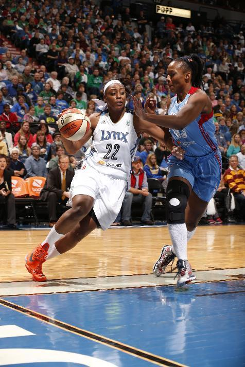 MINNEAPOLIS, MN - OCTOBER 6: Monica Wright #22 of the Minnesota Lynx drives against Le'coe Willingham #43 of the Atlanta Dream during Game 1 of the 2013 WNBA Finals on October 6, 2013 at Target Center in Minneapolis, Minnesota. (Photo by Jordan Johnson/NBAE via Getty Images)