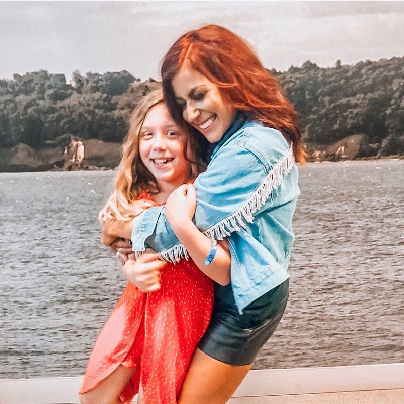 Chelsea Houska poses with daughter Aubree