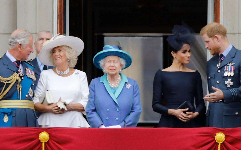 Royal family stand on the balcony of Buckingham Palace to watch a military fly-past to mark the centenary of the Royal Air Force - Tolga Akmen/AFP