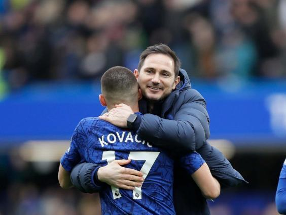 Kovacic hugs Lampard after Chelsea beat Tottenham (AP)