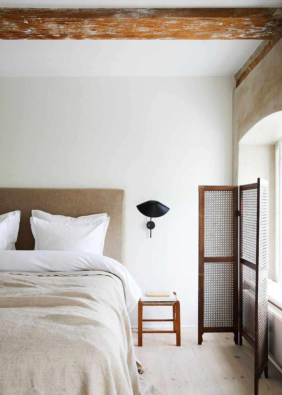 <p>If you love the bohemian look but also want your main bedroom room to feel grounded and contemporary, use this space as your guide. Think plush pillows and blond floors, wicker furniture, and neutral-hued linens. </p>